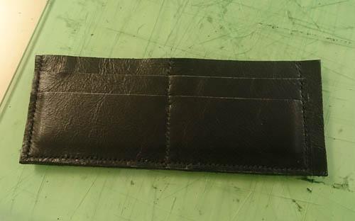 カード入れ部分 縫い付け 張り付け
