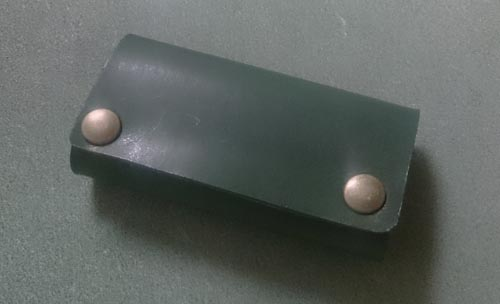 緑の革で作ったシンプルなキーケース完成
