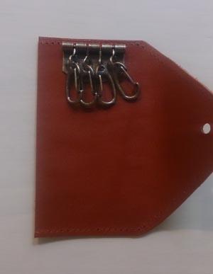 赤いヌメ革のキーケース 取り付け後
