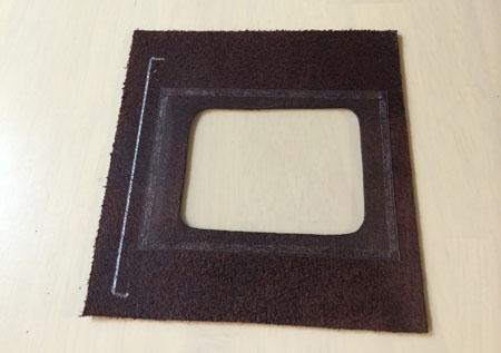 両面テープでカードポケットに透明セルを取り付け