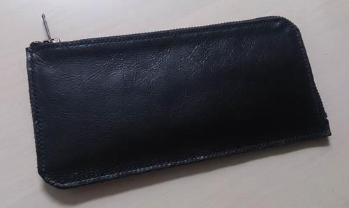 革の質感を活かした長財布