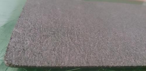緑の革のトコ面をトコノールで磨く前