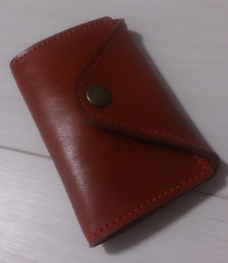 赤いヌメ革のパスケース付きキーケース