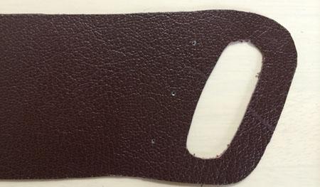 ギボシを取り付ける穴を型紙にあける