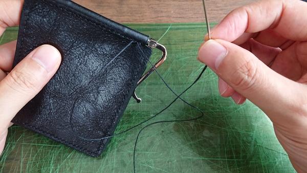 麻糸の縫い終わり ひと目折り返す